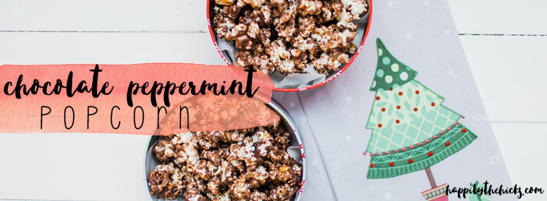 This Chocolate Peppermint Popcorn is the perfect Christmas gift! | read more at happilythehicks.com
