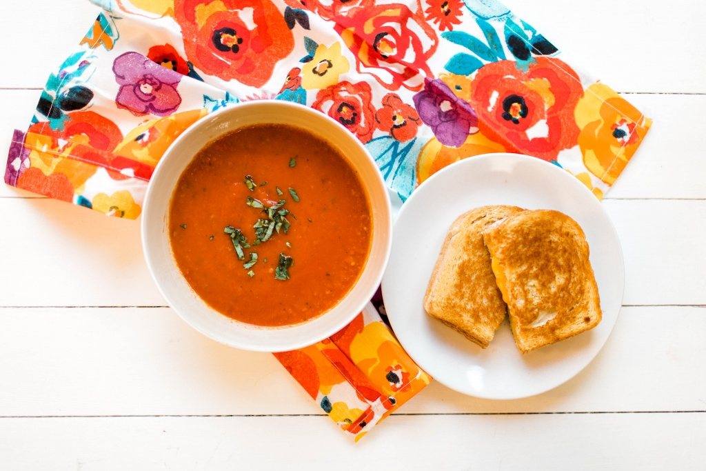 Yummy homemade tomato soup- perfect for a cold winter's night! | read more at happilythehicks.com