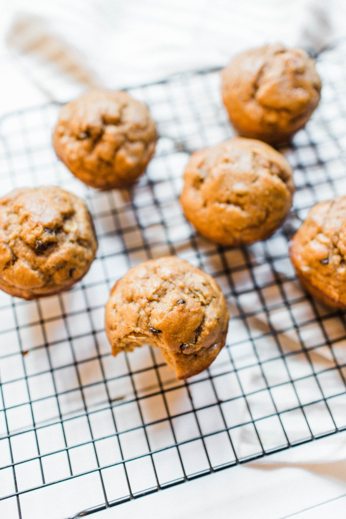 Peanut butter banana Kodiak Cakes muffins! | read more at happilythehicks.com