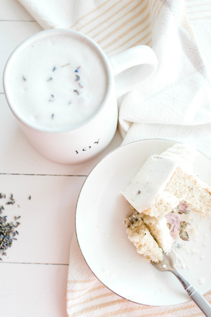 Lavender Hemp Latte | read more at happilythehicks.com