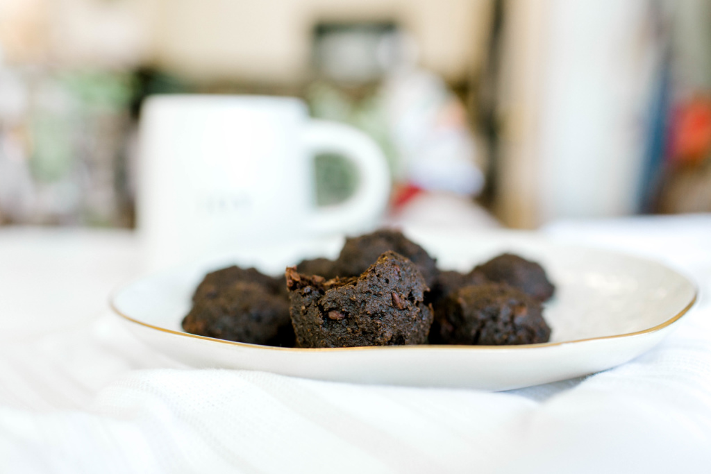 Triple Chocolate Paleo Cookies | read more at happilythehicks.com