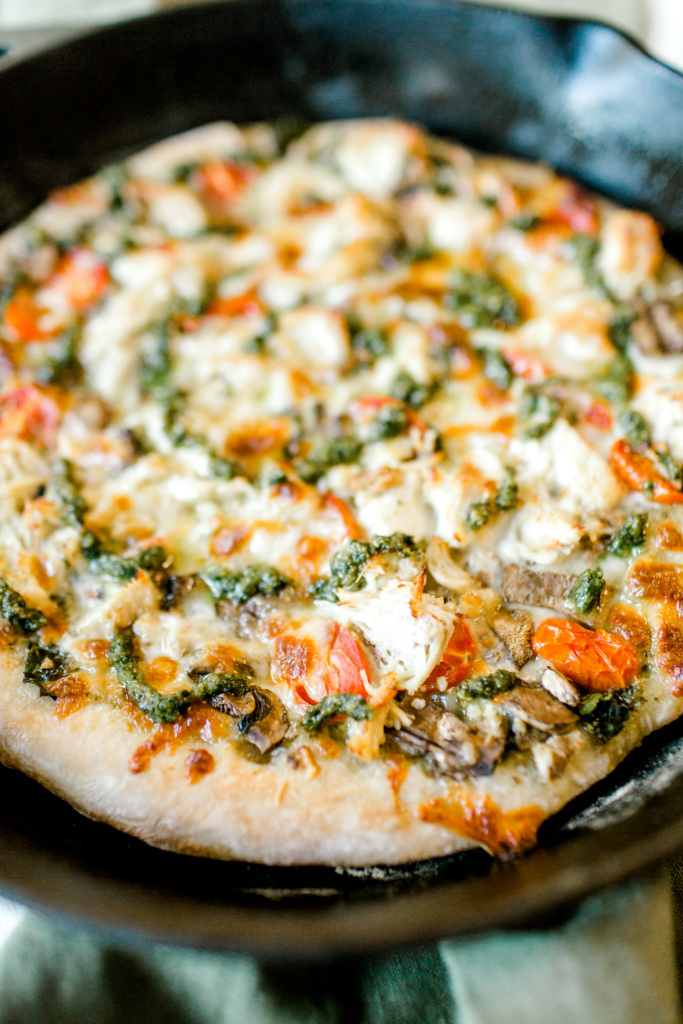 Pesto Chicken Pizza | read more at happilythehicks.com