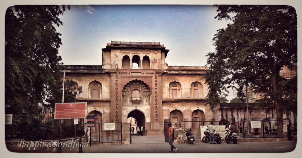 The grand entrance to Safdarjung Tomb