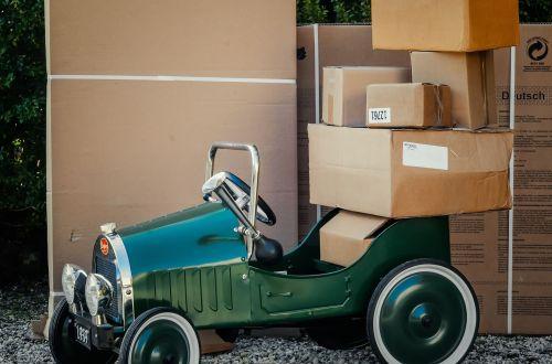 Een ode aan de pakketbezorger en postbode