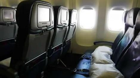 ハワイツアーなら飛行機は並び席?ネット予約の航空券の場合は?