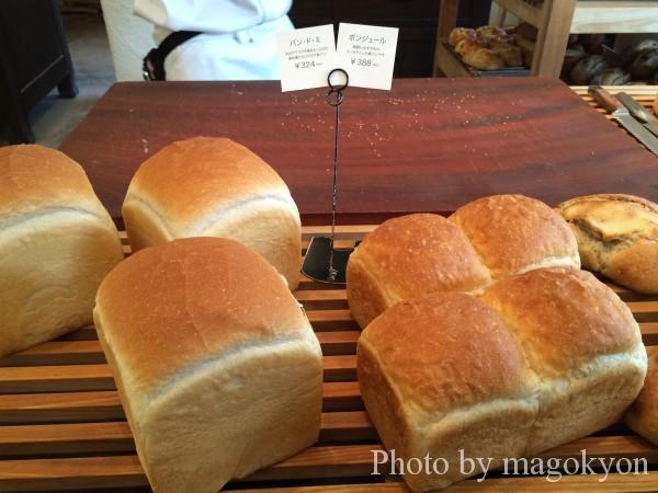 焼きたての食パン
