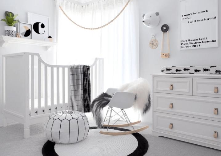 Бебешка стая в бяло