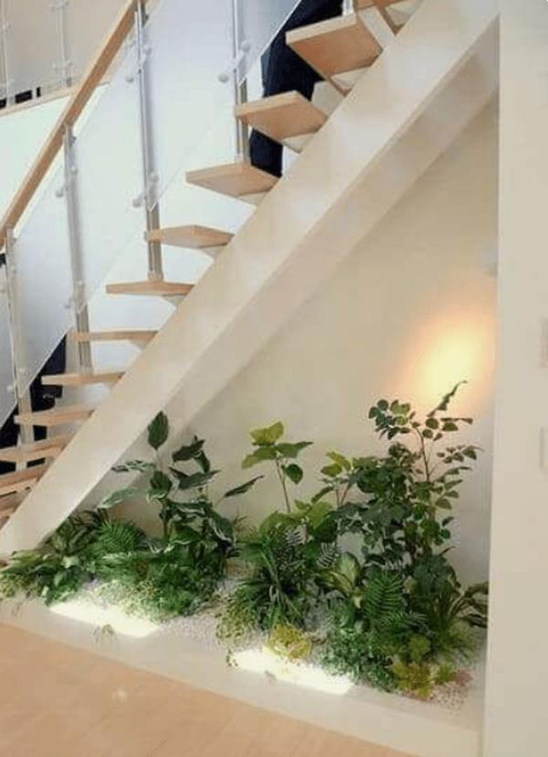 Идеи за мястото под стълбите-градина под стълбите у дома