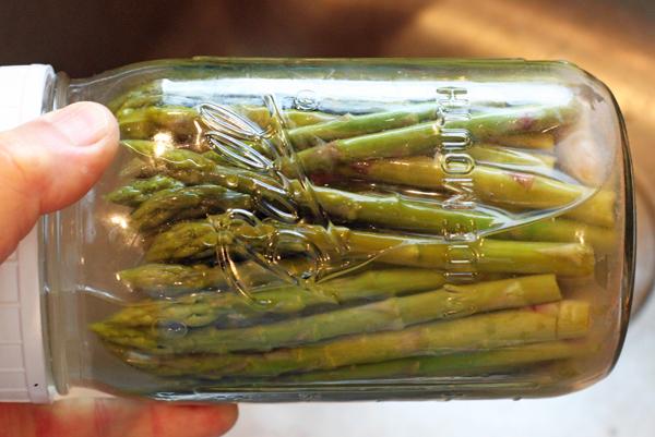 jar of fermented asparagus pickles