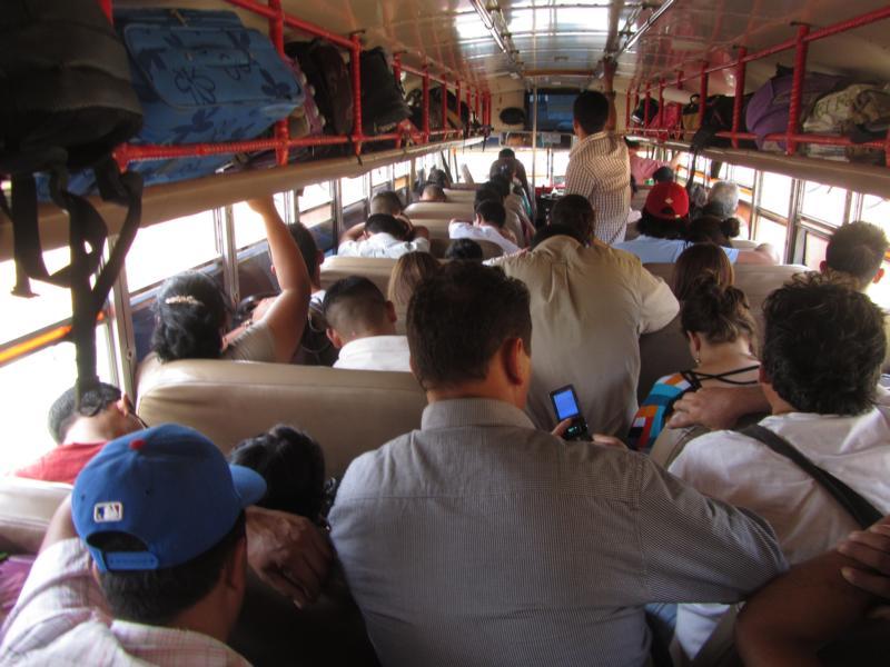 Busfahrt nach Matagalpa auf einem Koffer sitzend - also Glück gehabt!