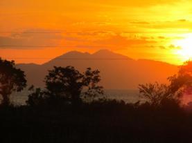 Vulkan im Sonnenuntergang
