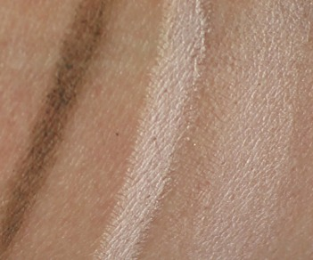 crayon sourcils peggy sage swatch