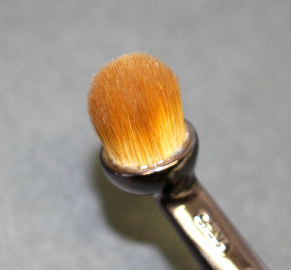 revue-artis-brush