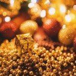 kaboompics.com_Tiny Gold Christmas Gift