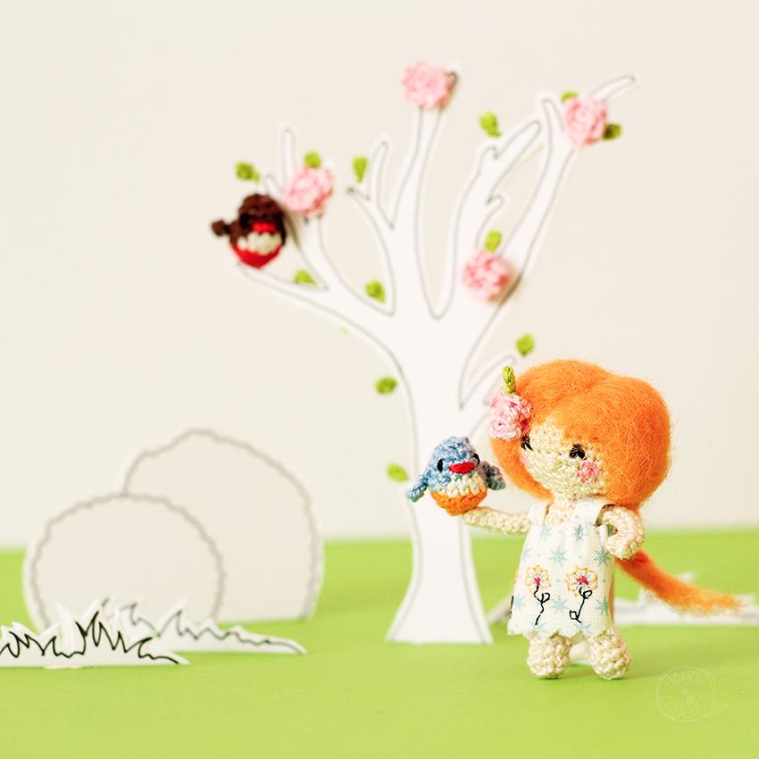 Poupee-miniature-au-crochet-Scenette-de-printemps