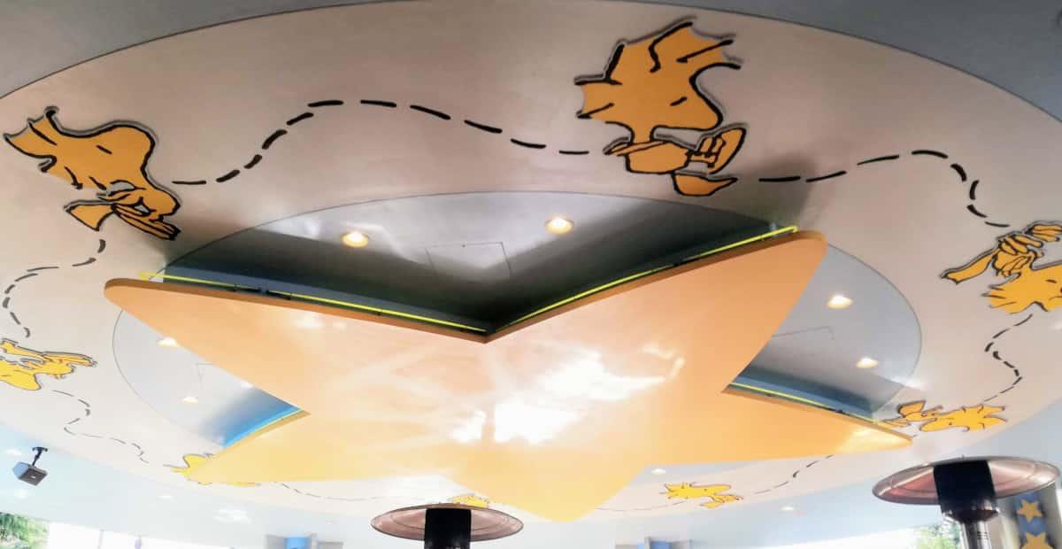 店内のセンターの天井