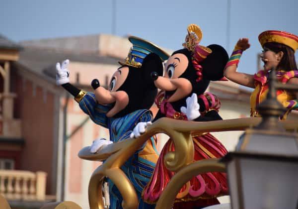 パレード中のミッキー&ミニー