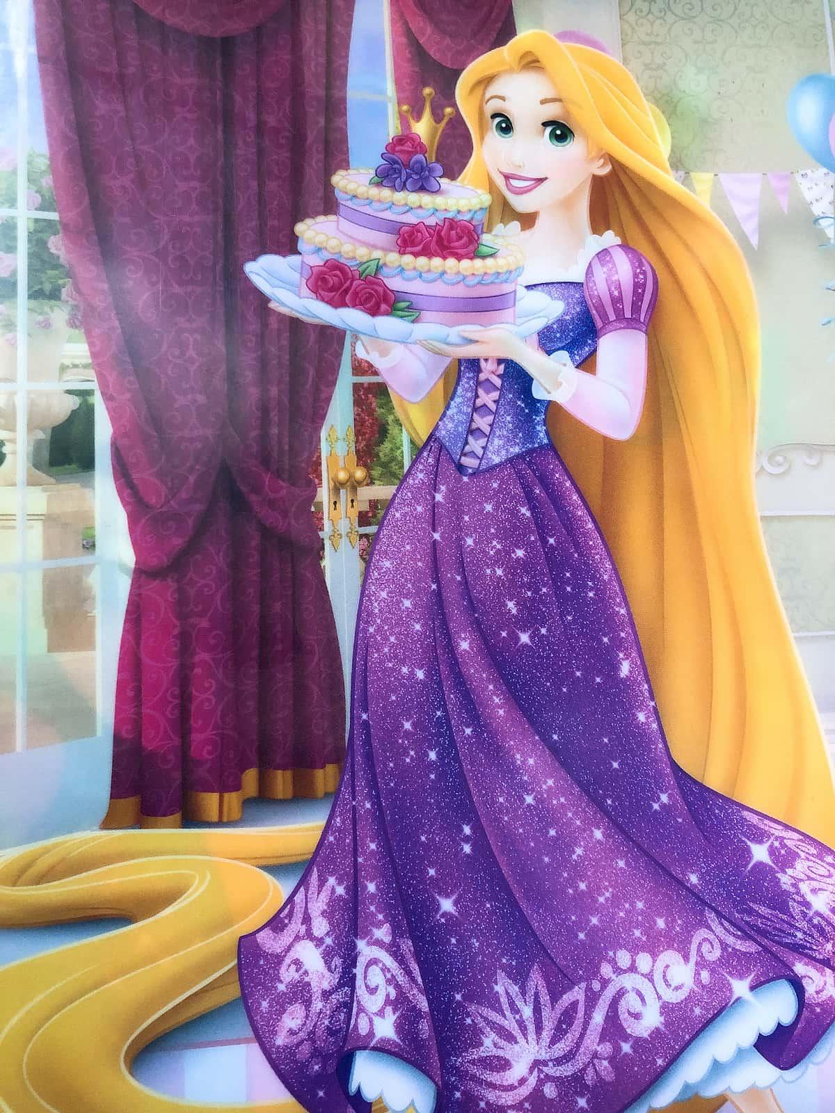 ケーキを持つラプンツェル