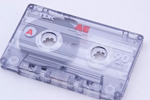 カセットテープをCDに変換、ダビングする方法は?ダビングサービスを利用するならどうする?