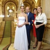 Zum Wiener Opernball mit der Donatella Versace Swarovski Tiara