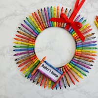 DIY Crayon Wreath for Teacher