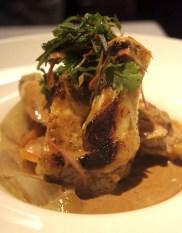 La volaille du gers, très tendre & sa sauce aux morilles avec des légumes rôtis