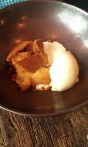 Pommes, glace au miel, biscuit & crème