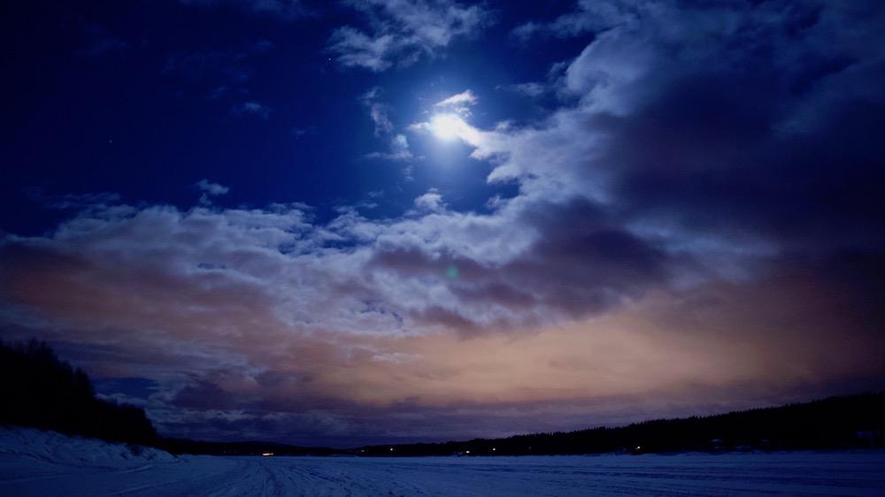 Happy-Fox-Aurora-dinner-full-moon-ounasjoki-river-p