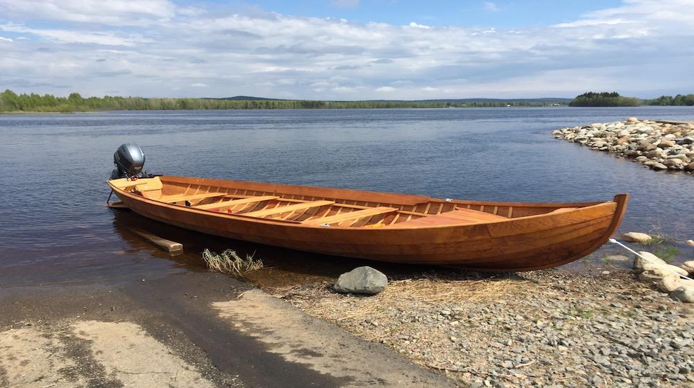 Happy-Fox-Boat-Trip-to-the-ounasjoki-river-golden-fox