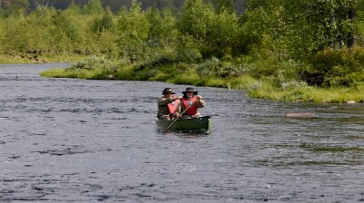 Happy-Fox-Canoe-Trip-and-Fishing-paddling kopio