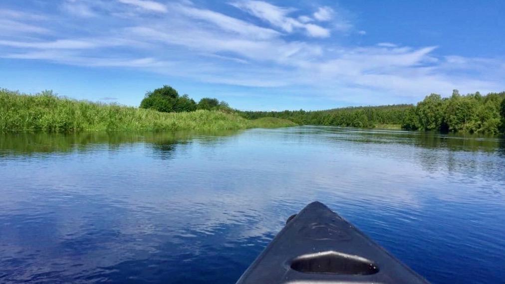 Happy-Fox-Canoe-Trip-to-the-Ounasjoki-River-paddling-p