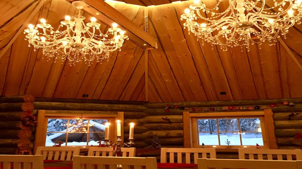 Happy-Fox-Log-Sauna-and-snack-chandeliers