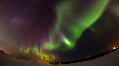 Happy-Fox-Northern-Lights-Hunt-in-hot-tube-and-a-log-sauna-aurora1 kopio