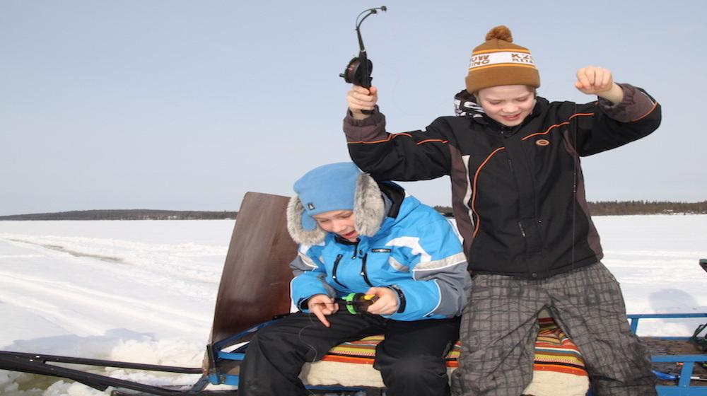 Happy-Fox-Winter-Fun-Jussi-catch-fish