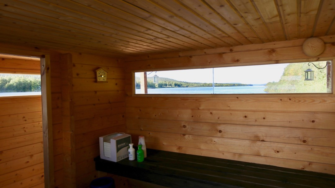 Happy-Fox-Floating-Sauna-and-Swimming-in-the-Ounasjoki-river-floating-sauna-loyly-room