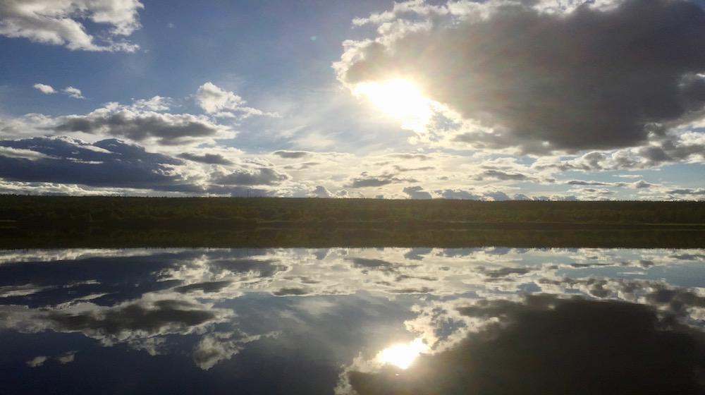 Happy-Fox-Arctic-Boat-Trip-to-the-Ounasjoki-River-sunny-sky-on-Ounasjoki-river
