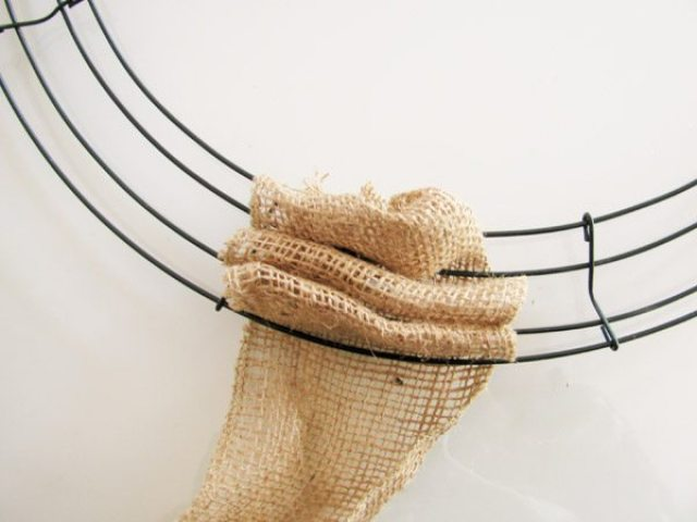 burlap wreath many loops