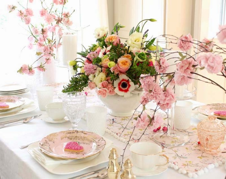 This post includes a diy valentine's day ideas. Set a Pretty Valentine's Day Table. There is a little of something for everyone on this 8 DIY Valentine's Day Ideas. It includes crafts, recipes, table decorating, and decorating. If you like creating your own Valentine's dinners, floral arrangements then this post is for you. Valentine's Day | Valentine's Crafts | Valentine's Day Ideas | Valentine ideas