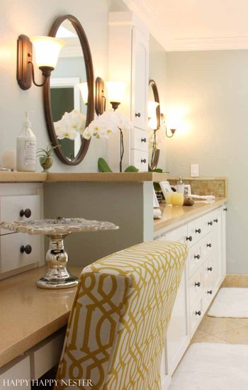 Here are some easy DIY room decor ideas that will transform any bathroom quickly. These cheap changes will create a bright and beautiful new look!