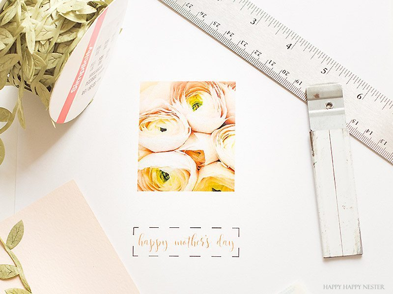 This is a beautiful and easy Mother's Day Free Printable card that you can make in minutes. You'll love this card and how handcrafted it appears. Your mom will love receiving a handmade card from you. #DIY #craft #crafts #cardmaking #papercraft #papercrafts #freeprintable. #freecard #freeimage #mothersday #holiday