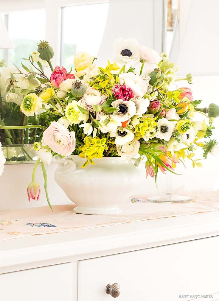 There is nothing as pretty as fresh flowers to add coziness to a home. How to Hygge for Spring with Flowers is essential after enduring a long winter. Spring flowers add coziness to any home. Flowers always create a lovely homey atmosphere, and they immediately welcome people with a beautiful embrace. Hygge | Hygge Home | Spring Decor | Spring Flowers | Floral Bouquets | Flowers | Spring
