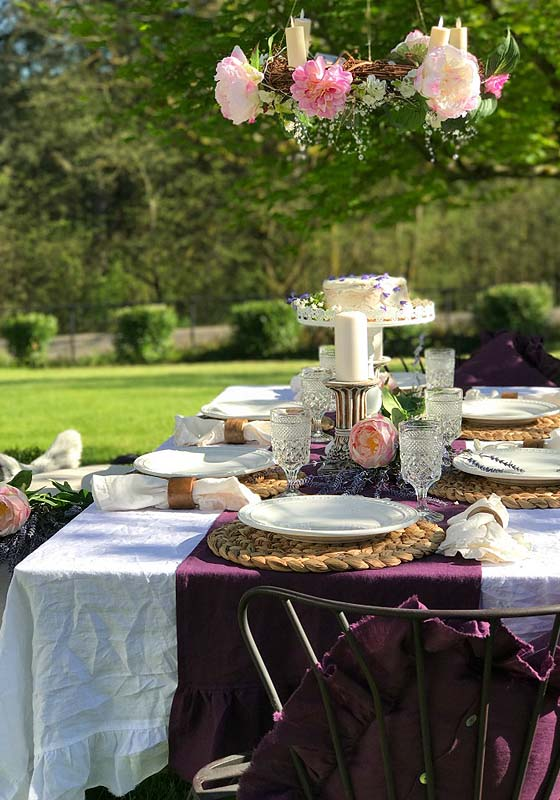 Outdoor farmhouse wedding table