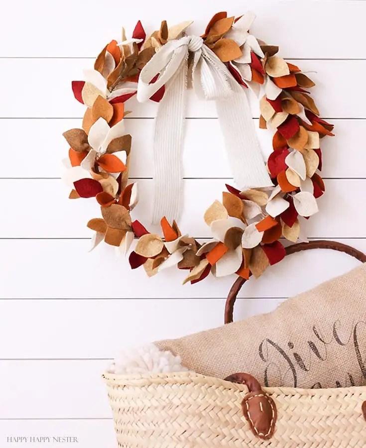 how to make a beautiful felt leaf wreath for fall