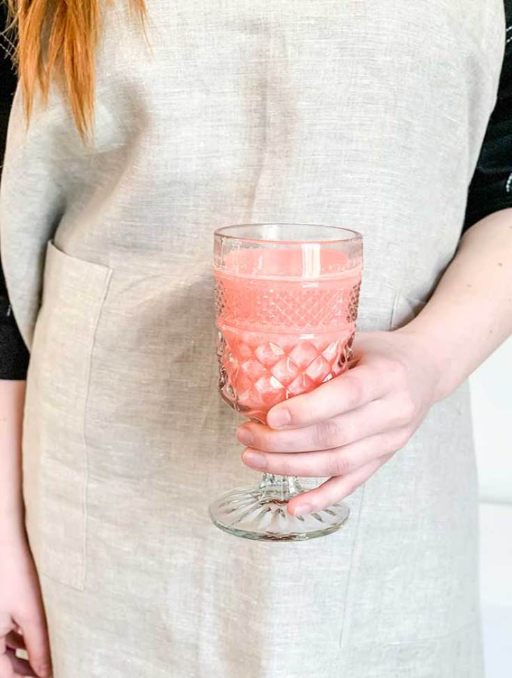 Raspberry wedding drink recipe. Here are 10 Non-Alcohol Summer Drinks that you'll love. Need some recipes this summer, well, we have you covered if you need slushies, teas, fruit drinks and more. These bloggers have tested them, and these are their favorites. #drinks #summerdrinks #cocktail #drinkrecipes #recipes #happyhour #weddings #weddingdrinks