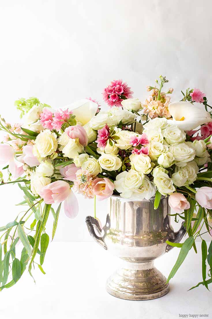 Need some ideas for a beautiful floral arrangement? Here is an easy way to Create a Gorgeous Mother's Day Floral Bouquet used just three types of flowers and greenery. These flowers are all at your local grocery store. This flower tutorial explains all the things you need to do in five easy steps. #flowers #flowerarrangements #bouquet #flowervase #mothersdayflowers