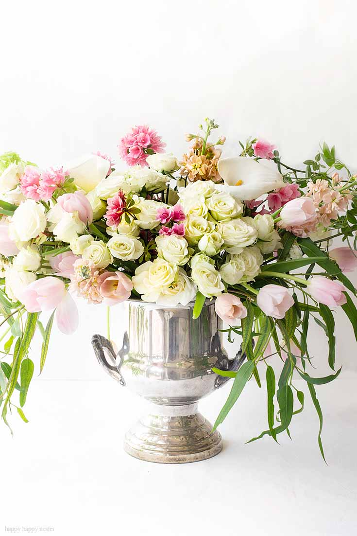 Here is an easy way to create a gorgeous Mother's Day floral bouquet using just three types of flowers and greenery. These flowers are all at your local grocery store. This flower tutorial explains all the things you need to do in five easy steps. #flowers #flowerarrangements #bouquet #flowervase #mothersdayflowers