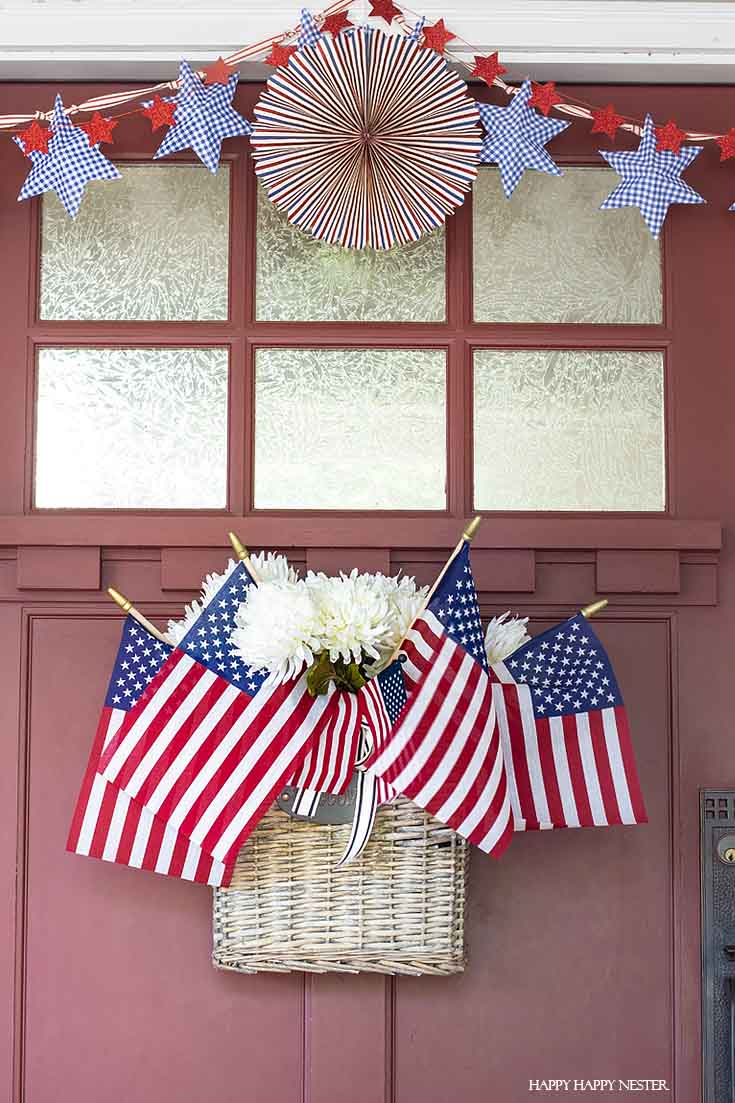 This easy tutorial has some Front Porch Ideas for 4th of July. Decorate your door and porch with patriotic decor that will welcome your guests. #4thofjuly