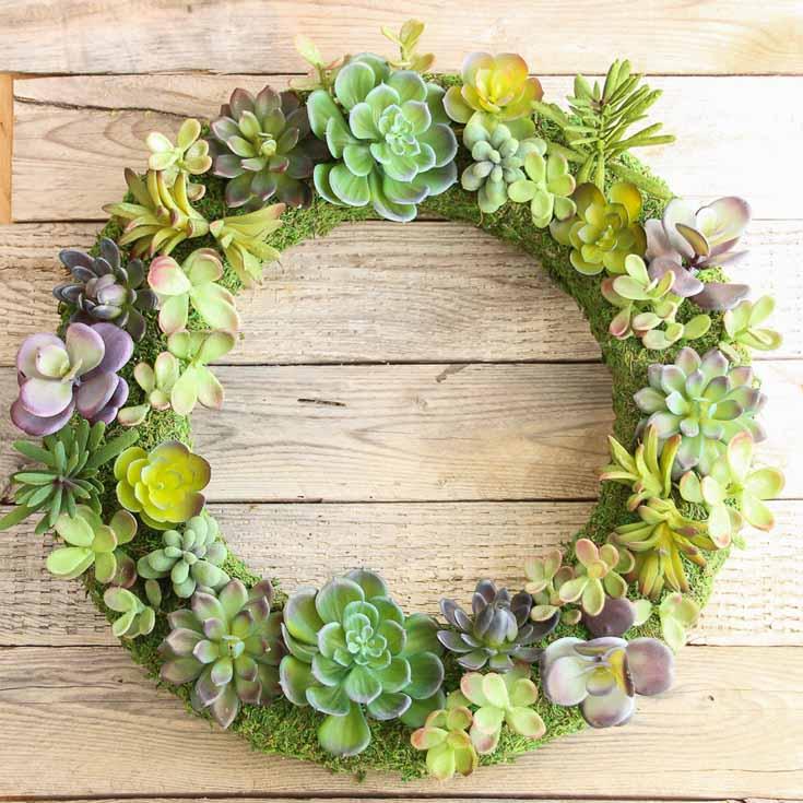 This beautiful summer wreath is a faux succulent that looks so realistic. Learn how The Happy Housie created this awesome wreath! #summer #wreaths #diy
