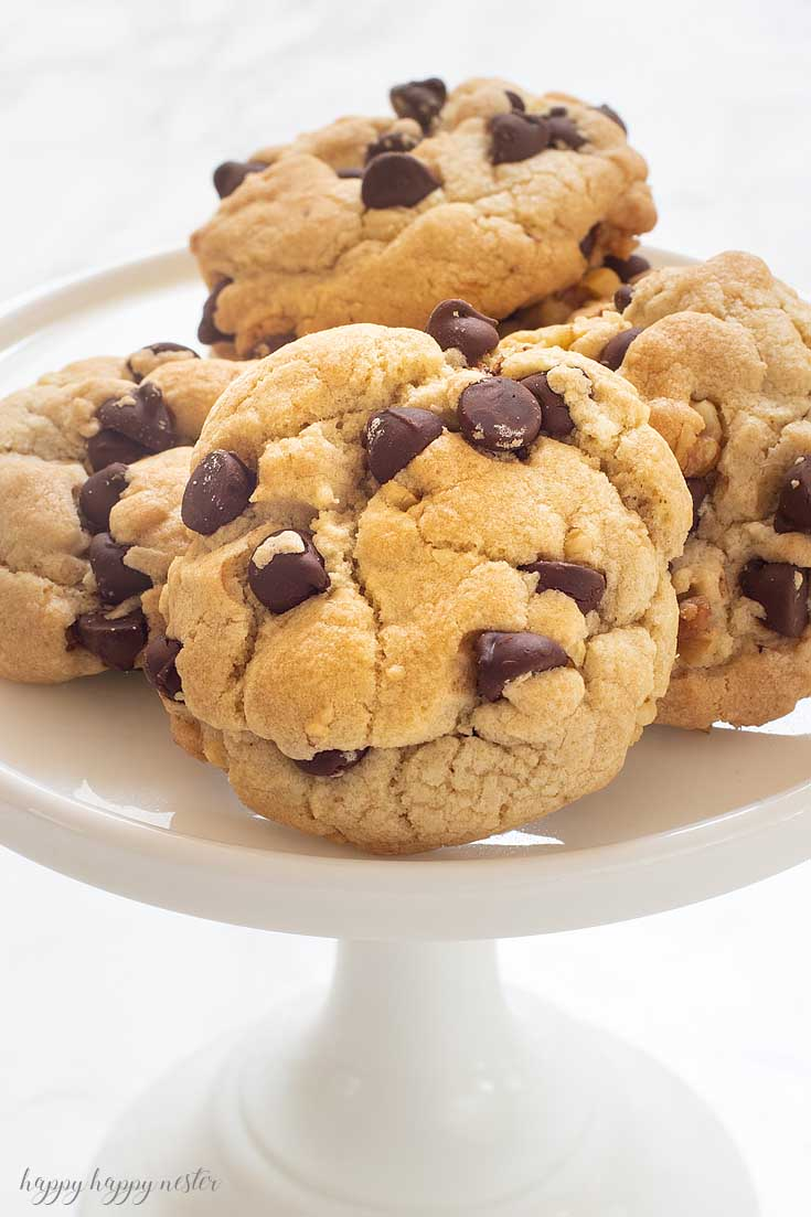 This is the Best Crunchy Crispy Chocolate Chip Cookie that I remember from my childhood. I have never found another cookie like it! #cookie #chocolatecookie