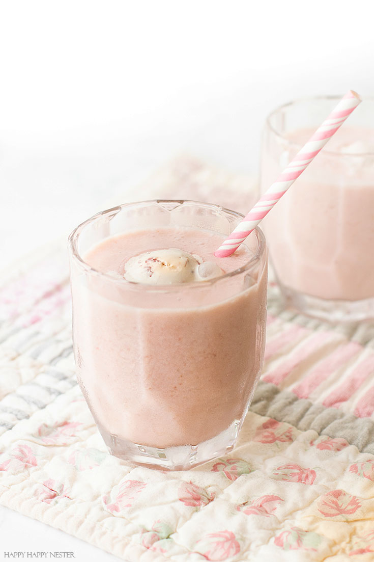 Pink Poolside Drink Recipes are a wonderful collection of perfect summer drinks. I'm certain you and your family will love these refreshing drinks for the hot summer weather! #recipes, #drinks, #smoothies, #cocktails
